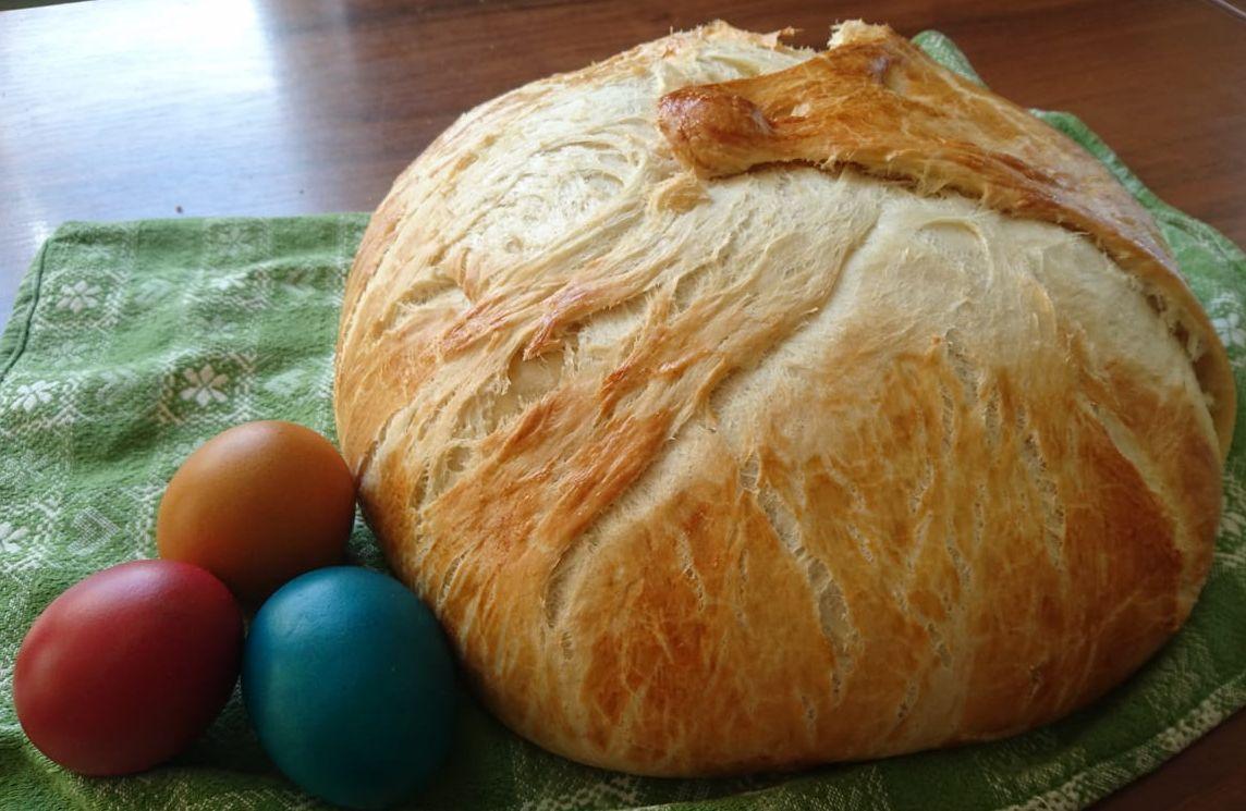 Osterbrot mit drei Eiern