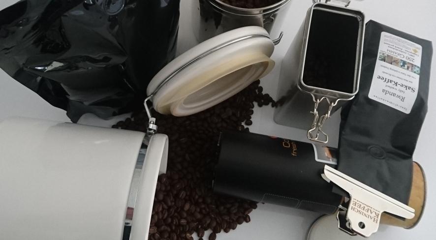 zu Kauf und Aufbewahrung von Kaffee sind unterschiedlcihe Varianten am Bild zu sehen