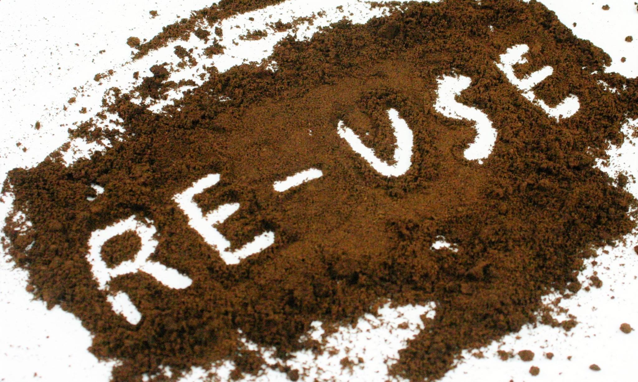 Kaffeesatz mit Schriftzug Re-use