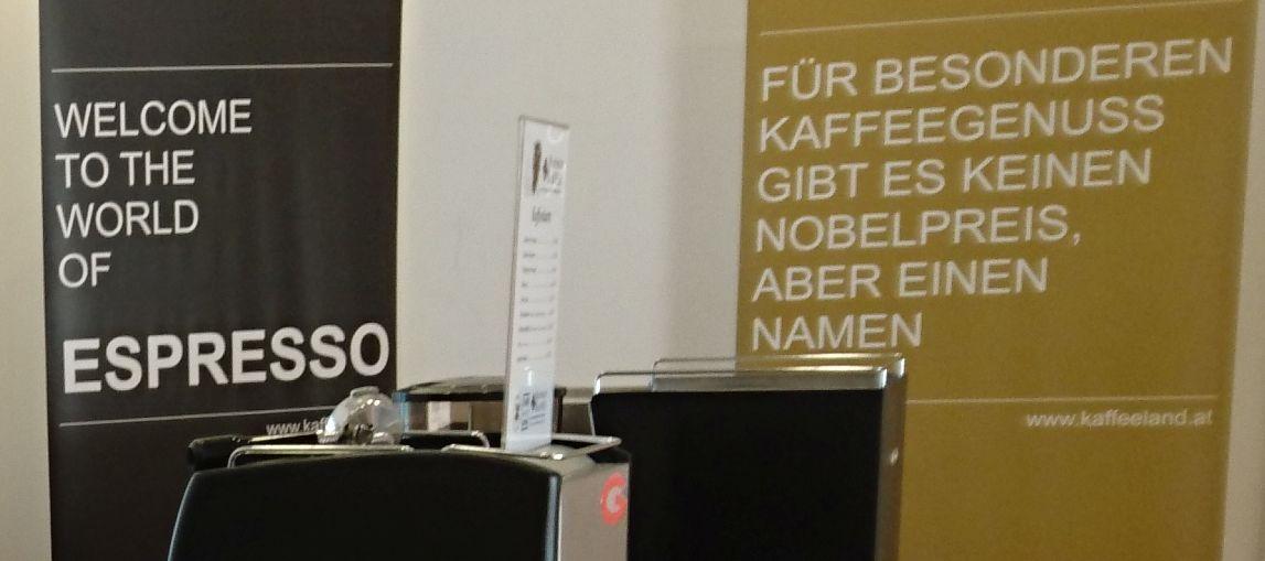 Kaffeemaschine vor Rollup