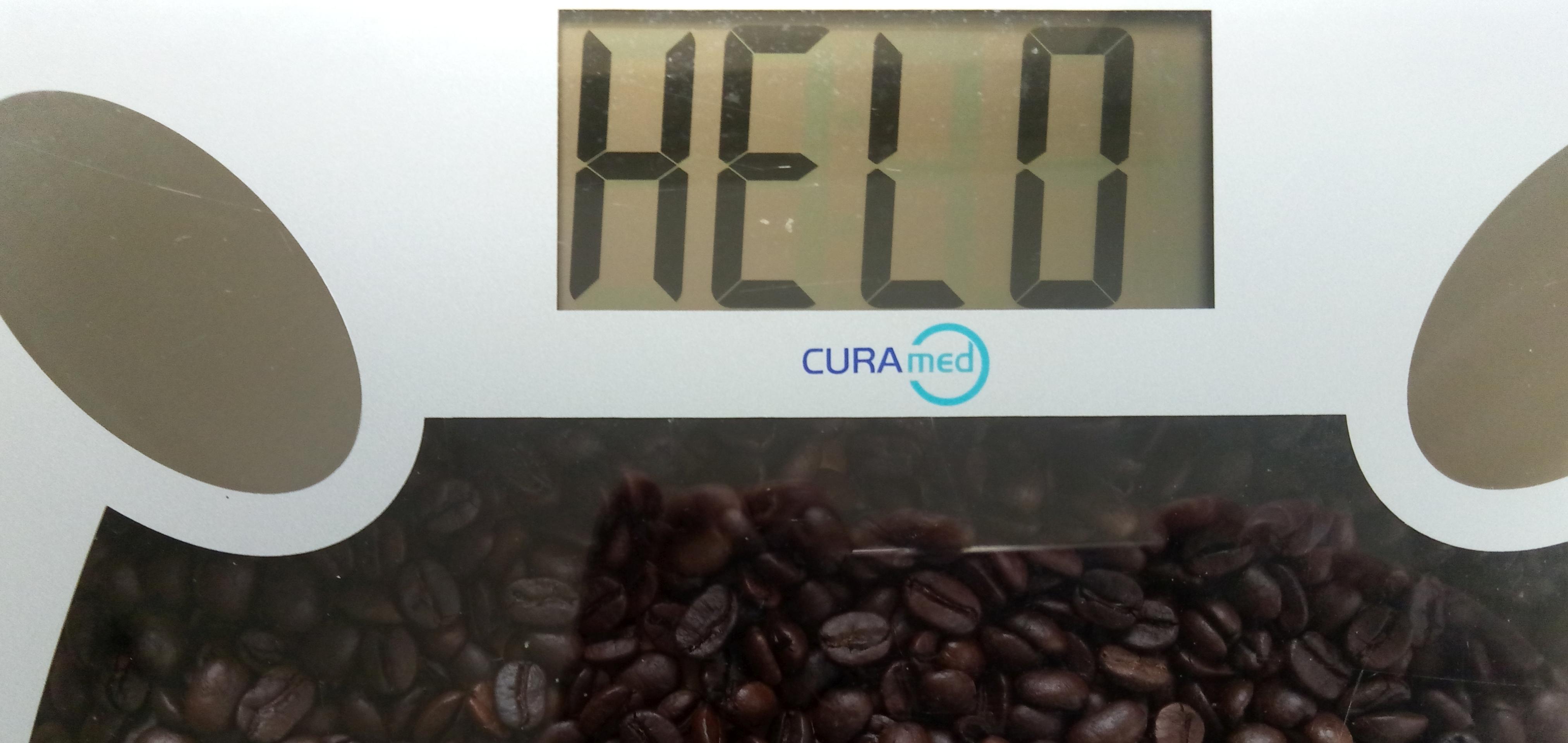 Waage über Kaffee