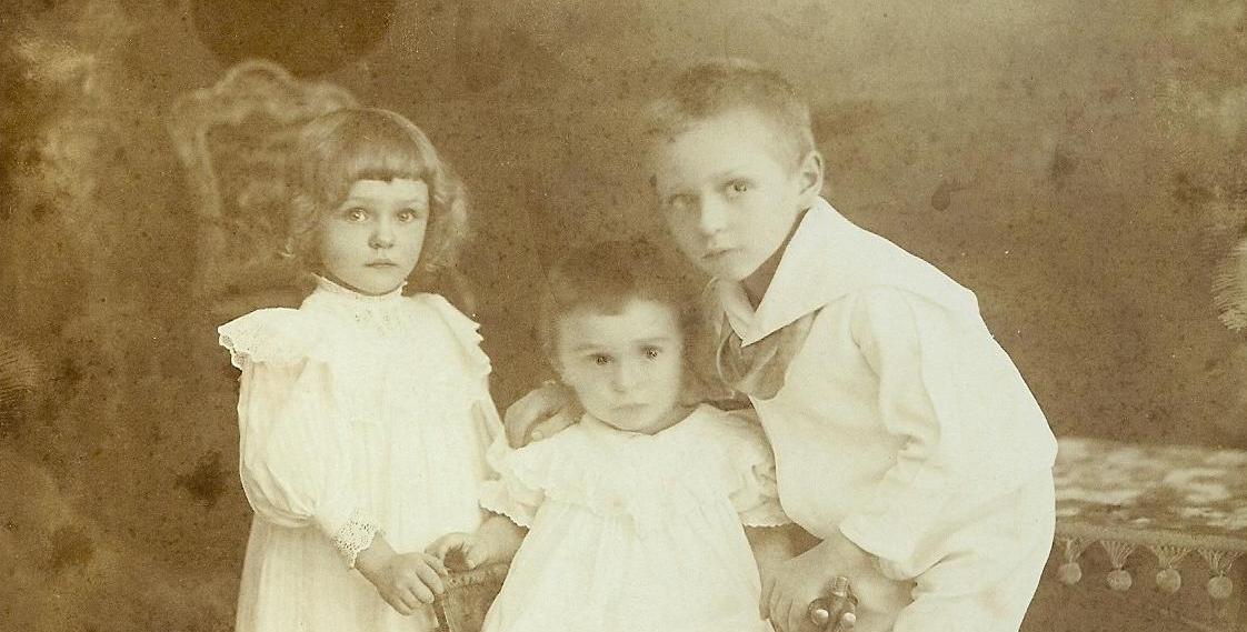 altes Foto von Kindern